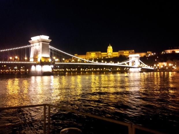 Las ciudades tienen esa particularidad de entusiasmar de día y seducir de noche.